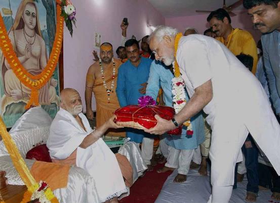 Shankaracharya Swami Nischalanand Saraswati Ji, the Guru, who endured mental torture, but didn't agree secular offer by ex PM Narsimha Rao to build mosque next to Ram Temple