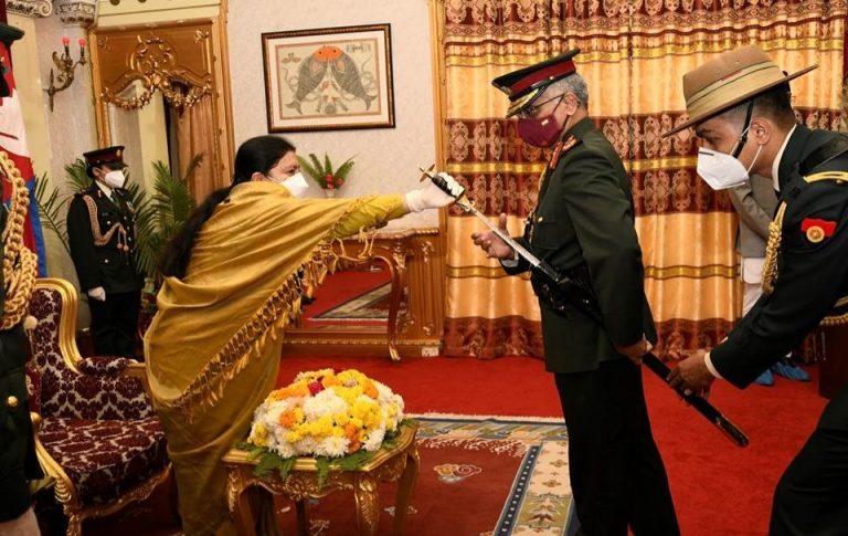 नयपाली सेनायाः जनरलस्य मानद उपाधि इत्येन सम्मानितम् अभवत् सेना प्रमुखः नरवणे: ! नेपाली सेना के जनरल की मानद उपाधि से सम्मानित हुए सेना प्रमुख नरवणे !