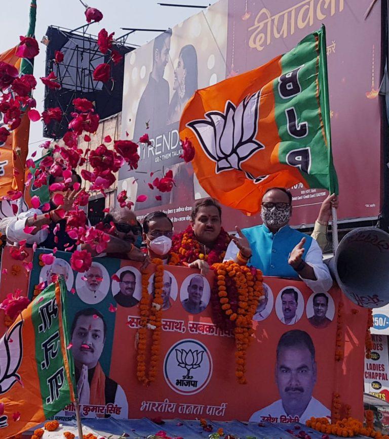एमएलसी चुनाव: लखनऊ की सड़कों पर उमड़ा भगवा सैलाब, युवा नेता अवनीश सिंह का पर्चा दाख़िल, उमेश का भी नामांकन