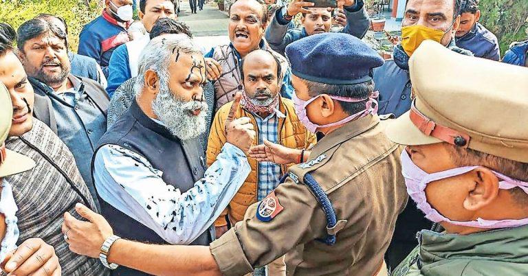<em>AAP MLA Somnath Bharti, a gangster, molester & mafia, gets away again after assaulting AIIMS staff.</em>
